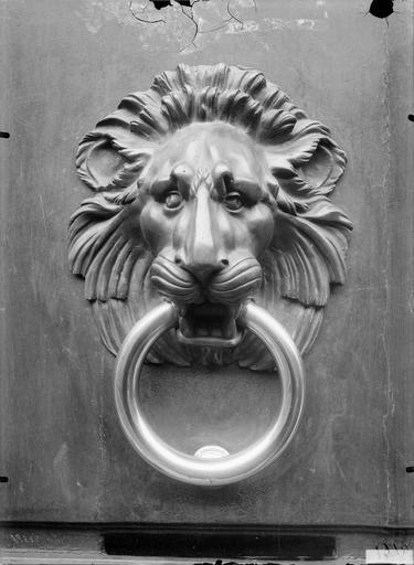 Heurtoir : tête de lion