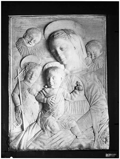 Bas-relief : Vierge à l'Enfant, apôtre