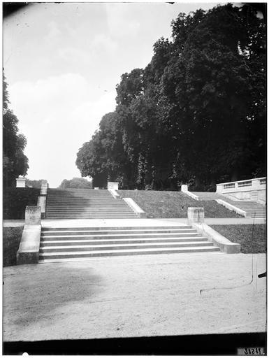 Escalier de l'orangerie, allée des statues
