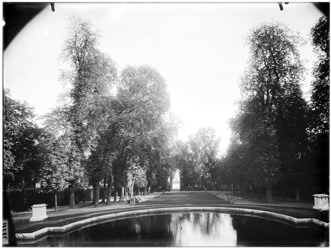 Vue des jardins, bassin des trois Bouillons, salle des marronniers