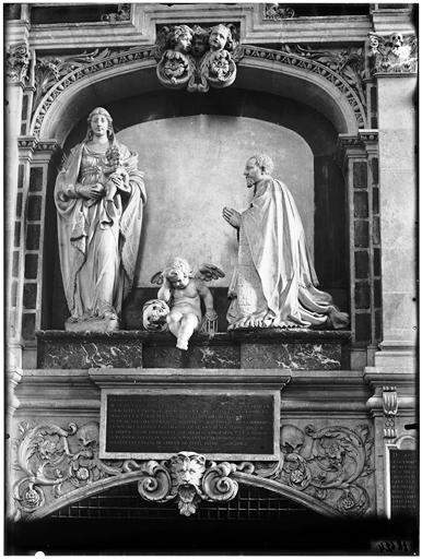 Monument de Guillain Lucas (chanoine)