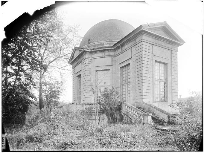 Pavillon de l'Aurore : vue de la coupole et de l'escalier