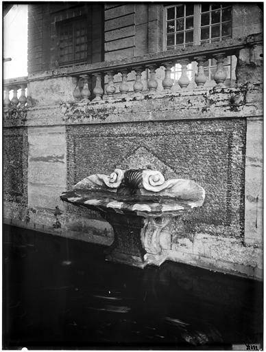 Fontaine et pavillon de l'Aurore