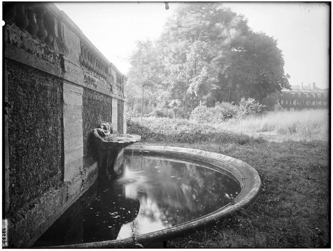 Pavillon de l'Aurore : fontaine