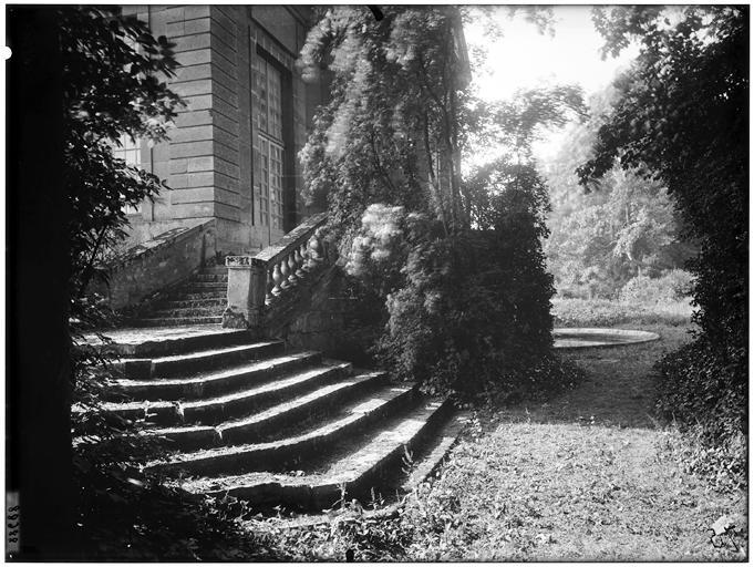 Pavillon de l'Aurore : vue de l'escalier
