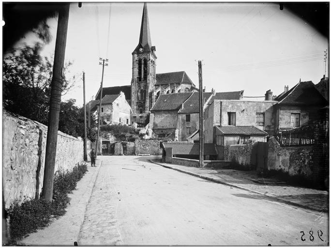 Façades sur rue et église