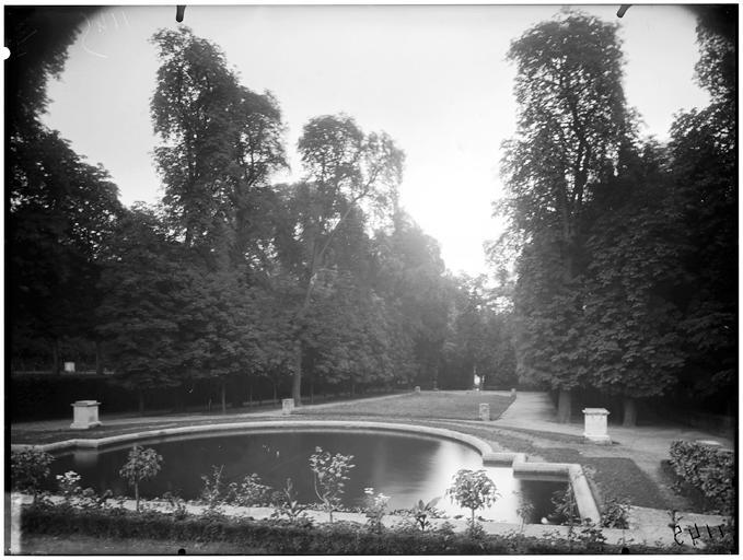 Parterre et bassin