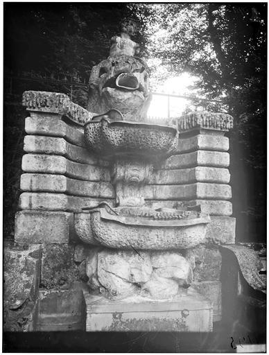 La grande cascade, fontaine, détail