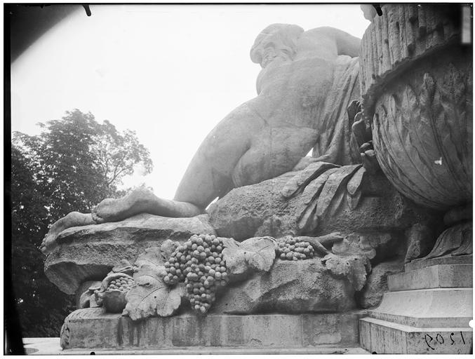 La grande cascade, motif du couronnement