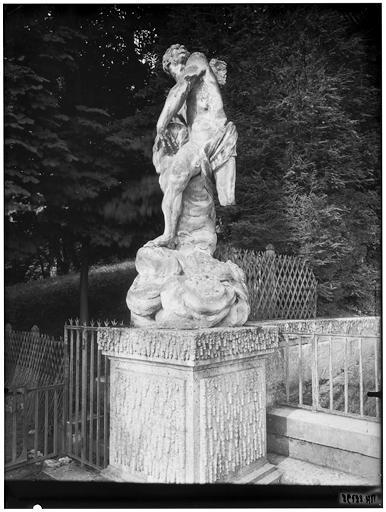 La grande cascade, statue partie gauche