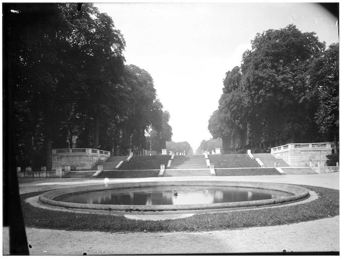 Bassin de l'orangerie, escalier de l'orangerie, allée des statues