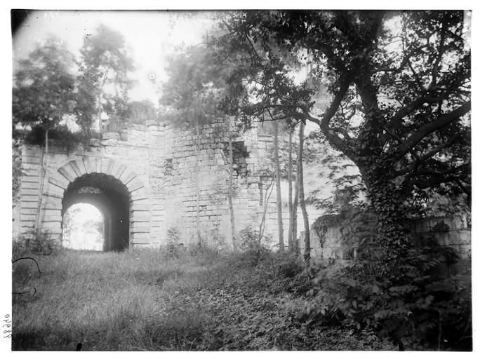Vue de l'entrée et de la tour