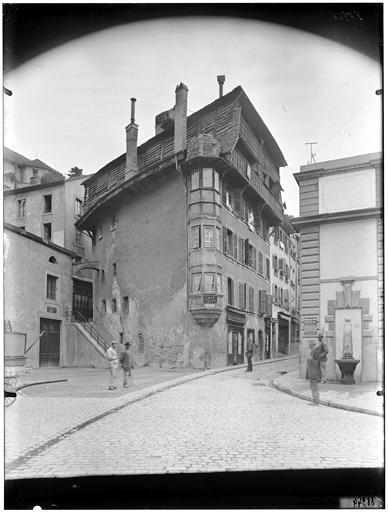 Angle de maison sur rue