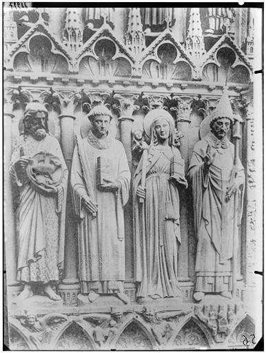 Statues de saints et sainte