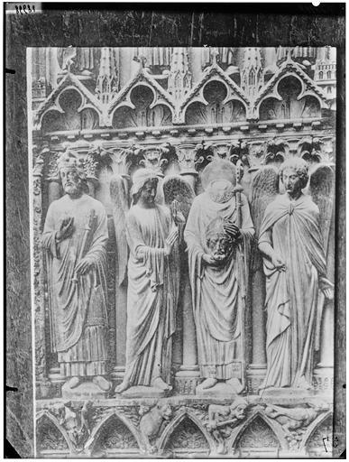 Statues de saints et anges