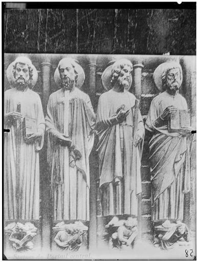 Portail central : statues de saints