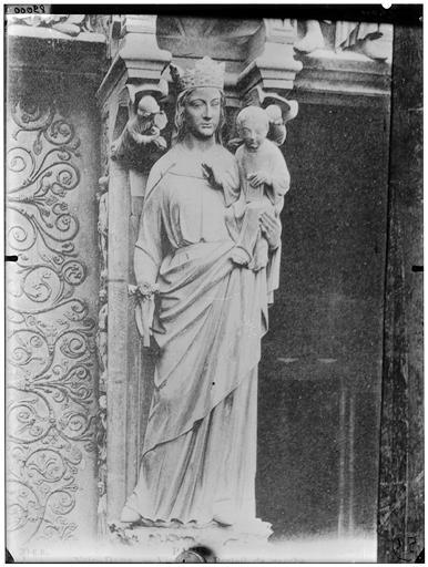 Trumeau :  la Vierge à l'Enfant