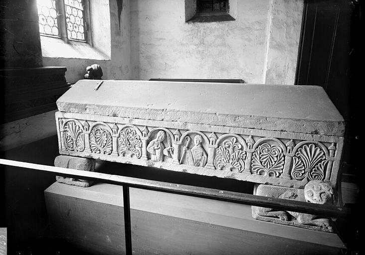 Tombeau de l'évêque Adeloch, fondateur de l'Eglise Saint-Thomas en 830 (face postérieure)