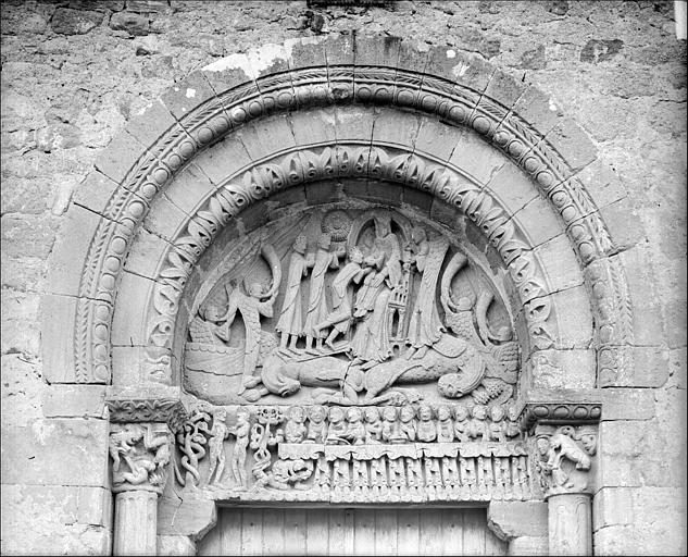 Portail de la façade ouest, tympan et linteau : L'Epiphanie. Adam et Eve. La Cène