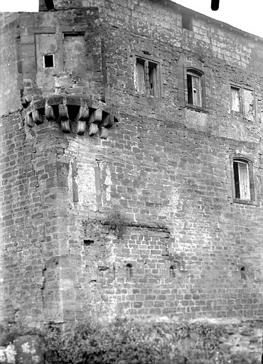 Vieux château : Façade avec restes d'échauguette