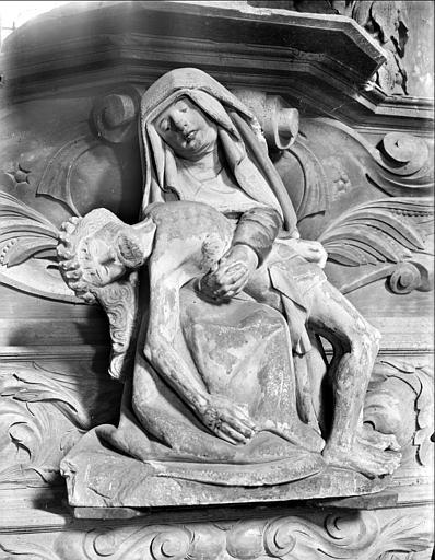 Statue en calcaire peint : Vierge de pitié