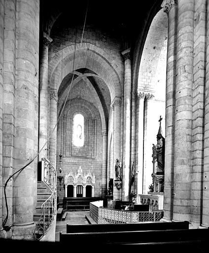 Vue intérieure du transept vers le nord