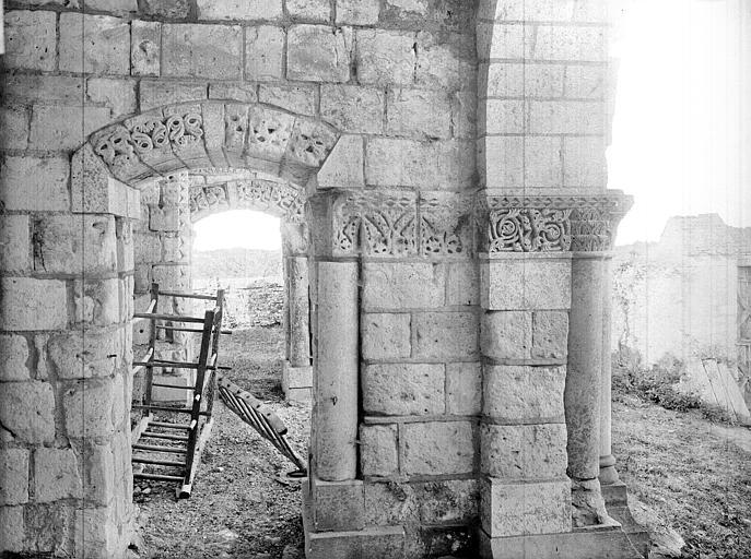 Porche de la façade nord : Vue intérieure vers l'est