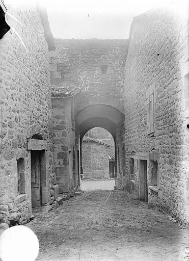 Porte fortifiée et maison contiguë