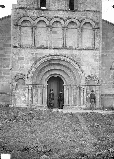 Façade ouest, portails et arcatures