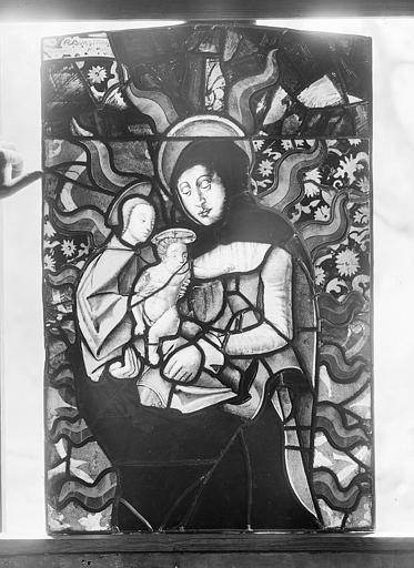 Fragment de verrière : Sainte Anne, la Vierge et l'Enfant