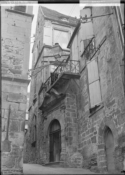 Balcon surmontant le portail
