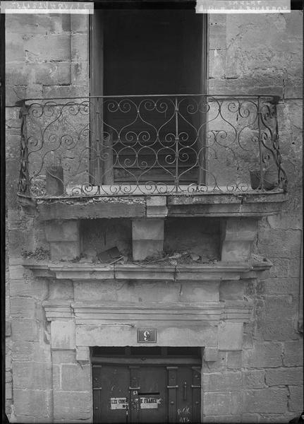 Détail de la façade : balcon