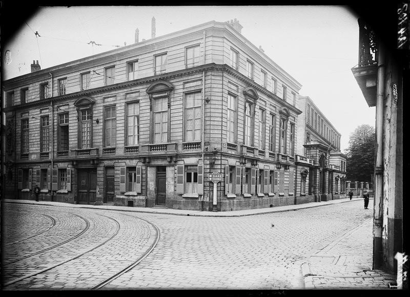 Rectorat ; angle des façades sur rue