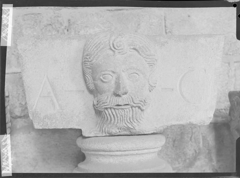 Fragment de sculpture du cloître de la cathédrale