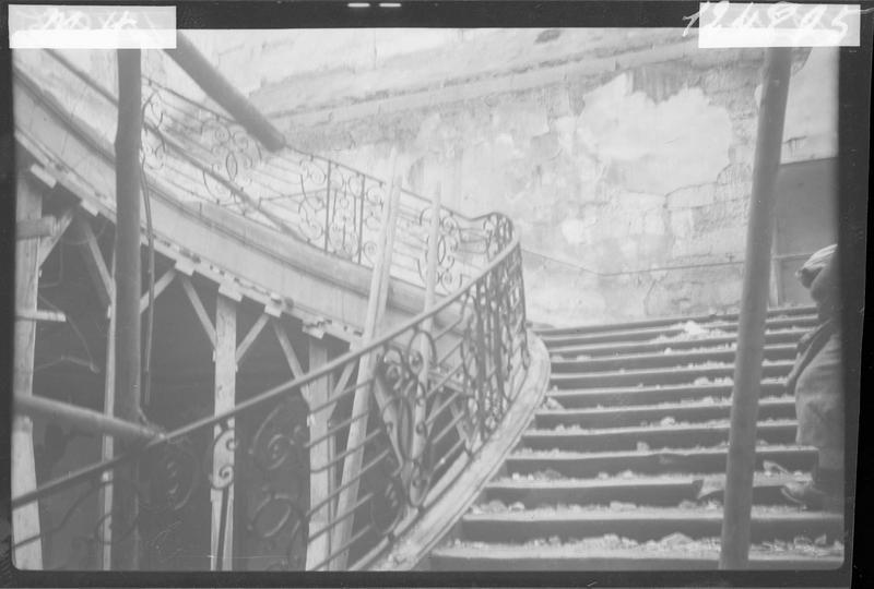 Escalier après le bombardement du 23 avril 1944