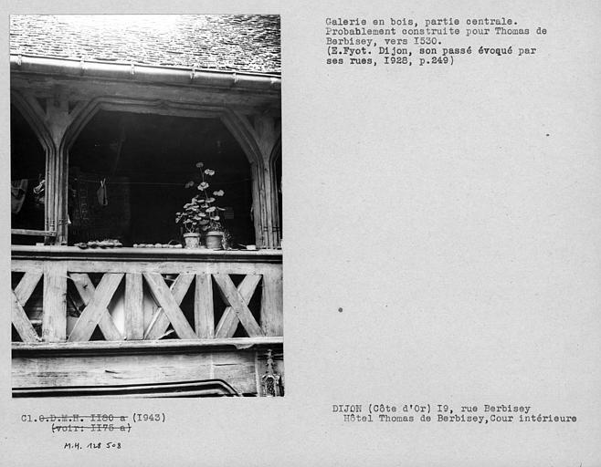 Partie centrale de la galerie en bois