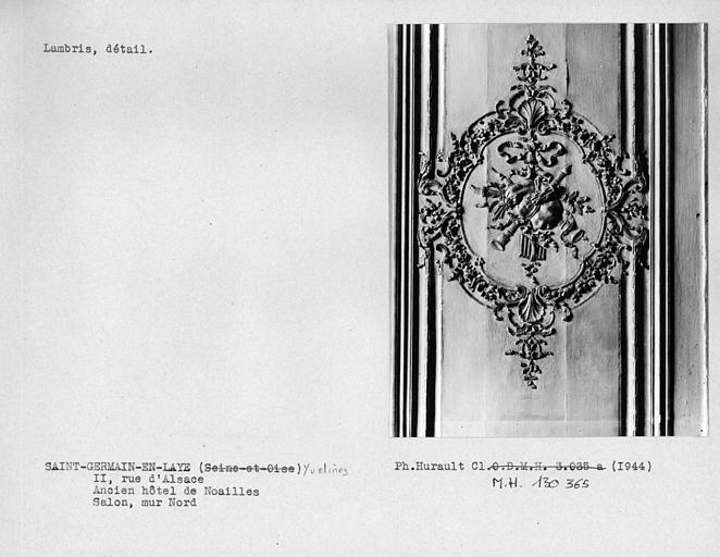 Décor du salon, détail d'un lambris, mur nord