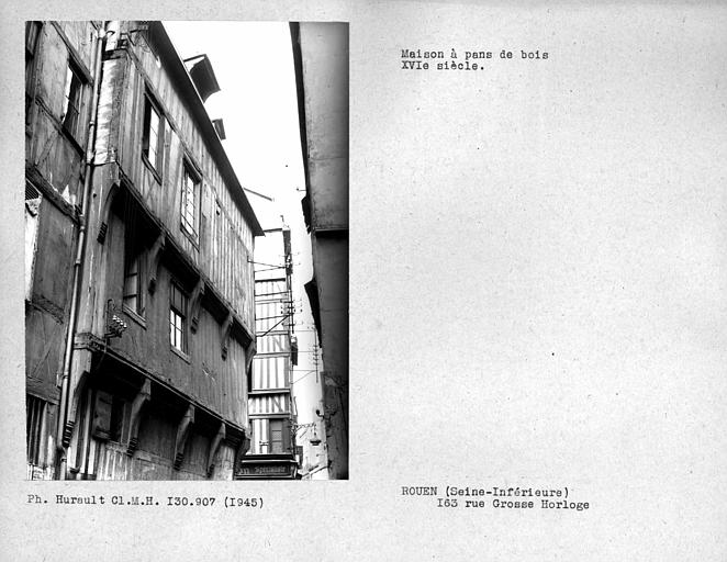 Ensemble de la façade en pan-de-bois sur la rue Vicomté