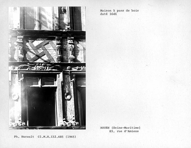 Détail de la façade en pan-de-bois, fenêtre datée