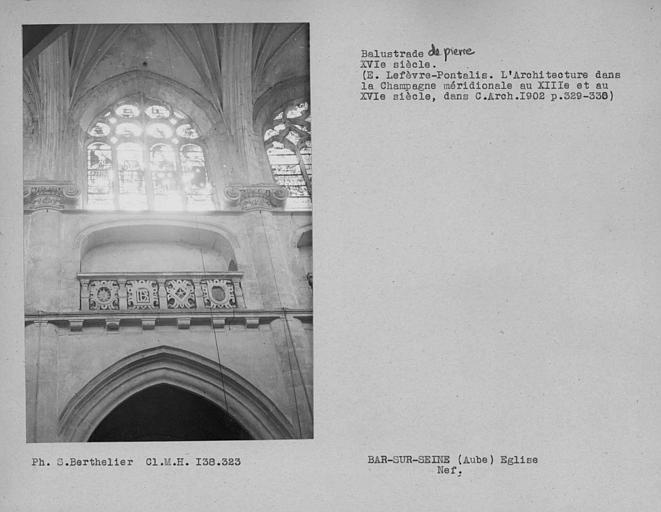 Balustrade de pierre de la nef