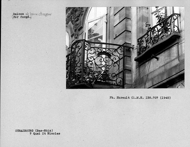 Balcon et barre d'appui en fer forgé