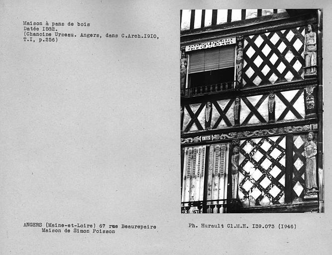 Détail de la façade en pan-de-bois, partie droite de la maison datée