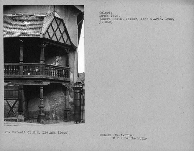 Galerie en bois de la maison, angle