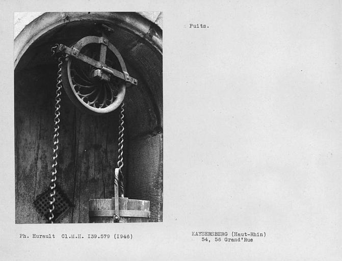 Ferronnerie et poulie du puits