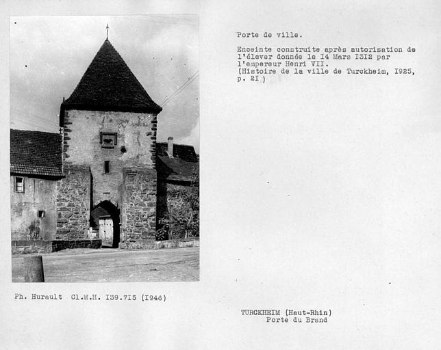 Porte de ville élevée sous l'empereur Henri VII