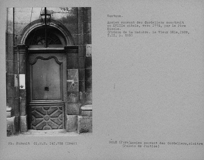 Porte et vantaux du cloître