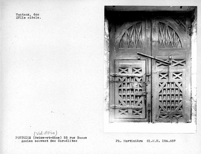Dos des vantaux de la porte d'entrée