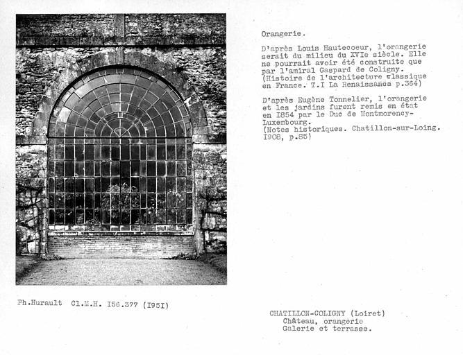 Extérieur d'une arcade de la galerie et terrasse de l'orangerie