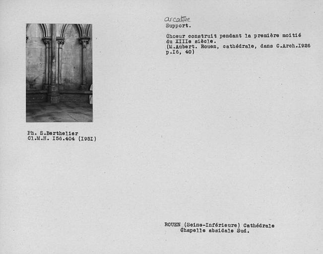 Arcature et base de pile adossée de la chapelle sud du déambulatoire