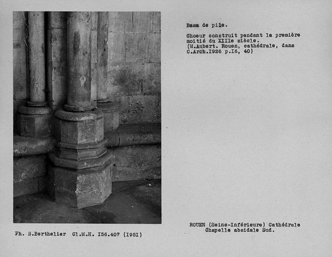 Base de pile adossée de la chapelle sud du déambulatoire